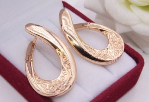 Cерьги стильные с золотым покрытием E-1347 цена