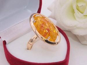 Кольцо позолоченное с искусственным янтарем R-0238 купить
