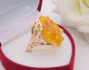 Кольцо с имитацией янтаря R-0323 стоимость