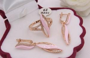 Комплект позолоченных украшений с розовой керамикой