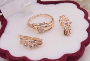 Комплект бижутерии с фианитами кольцо и серьги