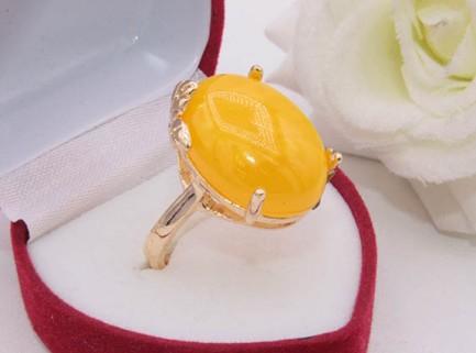 Кольцо позолоченное с имитацией янтаря R-0330 цена