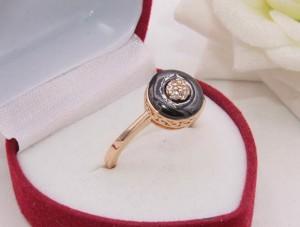 Кольцо позолоченное с вставкой из керамики R-0350 цена
