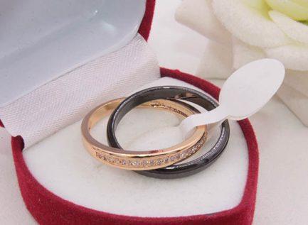 Кольцо позолоченное с керамикой и фианитами R-0352 цена