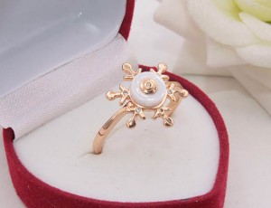 Кольцо позолоченное с белой керамикой R-0355 стоимость