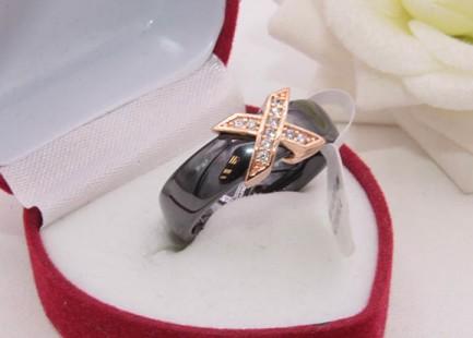 Кольцо с керамикой и позолотой R-0379 бижутерия