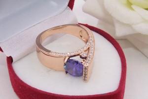 Кольцо стильное с фианитами R-0386 цена