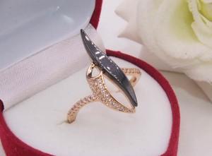 Кольцо с черной керамикой и фианитами R-0407 стоимость