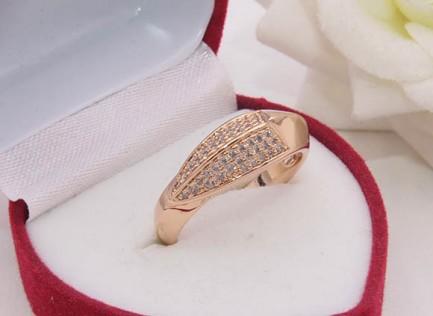 Кольцо фианитовое с позолотой R-0433 бижутерия