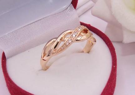 Кольцо с фианитами R-0437 позолота